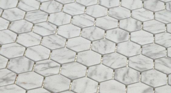 Hexagon matte witgrijze statuario marmerlook moza ek 2 7 x for Matte tegels